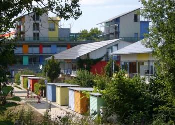FREIBURG - SONNIGE AUSSICHTEN: VON DER GREEN CITY BIS ZUM BIOENERGIEDORF